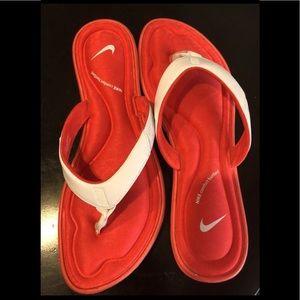 WOMEN Nike thong flip flops, Size 10